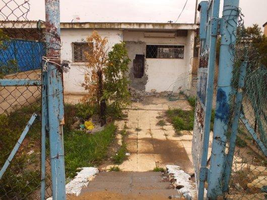 דירה רקובה וריקה של עמידר ברחוב אברהם אבינו. מעל 150 ממתינים לדירת עמידר בבאר שבע. צילום: רותי פררה