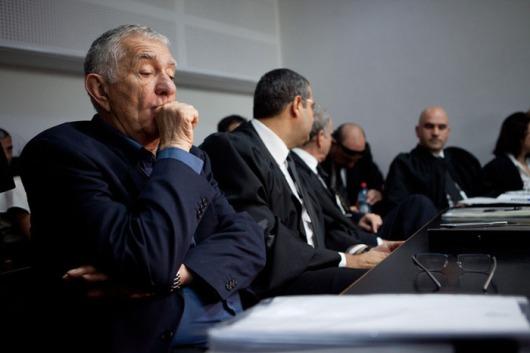 """ראש עיריית רמת גן צבי בר בעת הקראת הדין בעניינו בבית המשפט המחוזי בת""""א, פברואר 2013 (צילום: דרור עינב)"""
